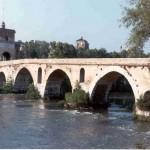 El Puente Milvio en Roma, el origen de los candados del amor