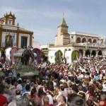 Romería de El Rocío, peregrinaje por la Virgen
