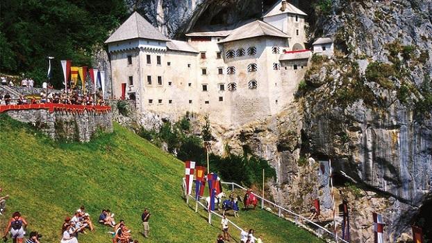 Predjama-castillo